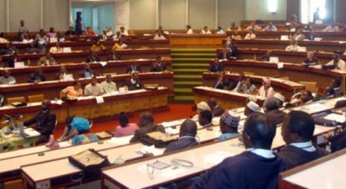 Камерун Парламенті өңірлік кеңесшілердің жәрдемақыларының санын және жүйесін анықтайтын заң қабылдады