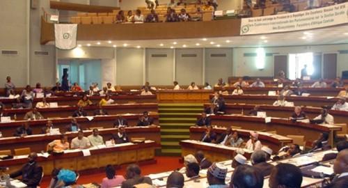 Les députés camerounais adoptent l'enveloppe budgétaire 2018 de 4513,5 milliards FCfa proposée par le gouvernement