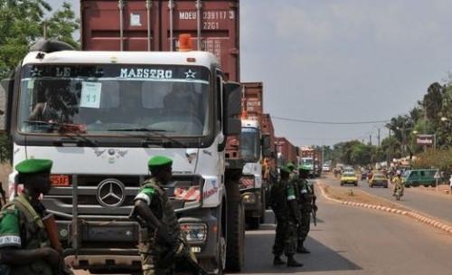 متمردو وسط إفريقيا يرفعون حصار الحدود مع الكاميرون جزئيًا ، مما يسمح لشاحنات الغذاء بدخول بانغي