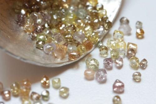 Le Cameroun a doublé sa production de diamants bruts en 2015, à environ 6000 carats