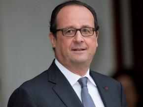 françois-hollande-débarque-au-cameroun-avec-des-financements-de-76-milliards-fcfa-dans-sa-mallette