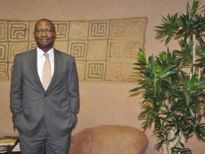 le-financier-camerounais-cyrille-nkontchou-investit-dans-le-secteur-des-assurances-en-zambie