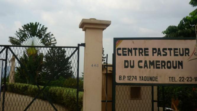 la-francaise-elisabeth-carniel-et-la-camerounaise-suzanne-belinga-a-la-tete-du-centre-pasteur-du-cameroun