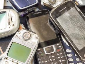 cameroun-13-tonnes-de-telephones-usages-seront-recycles-en-france-grace-a-un-partenariat-entre-orange-et-une-ong-locale