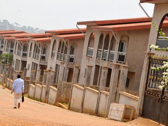 Cameroun le gouvernement met les bouch es doubles pour for Construire une maison a yaounde