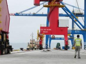 les-equipes-de-bollore-prennent-possession-du-terminal-a-conteneurs-du-port-en-eau-profonde-de-kribi