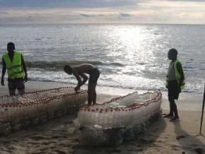 cameroun-pour-proteger-l-environnement-ismael-essome-fabrique-des-pirogues-en-recyclant-des-bouteilles-en-plastique