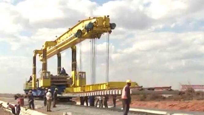 cameroun-les-entreprises-italiennes-seas-sarlu-et-italfer-signent-des-conventions-pour-construire-des-infrastructures-routieres-et-ferroviaires