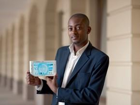 arthur-zang-le-concepteur-de-la-1ère-tablette-médicale-africaine-reçoit-une-médaille-et-une-prime-de-20-millions-fcfa-du-chef-de-l'etat-camerounais
