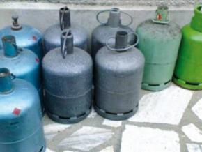 cameroun-des-bouteilles-de-gaz-domestique-saisies-dans-un-depot-qui-se-transformait-en-centre-de-siphonage-la-nuit-tombee