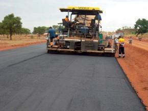 le-gouvernement-camerounais-annonce-le-bitumage-de-pres-de-1000-km-de-routes-en-2017