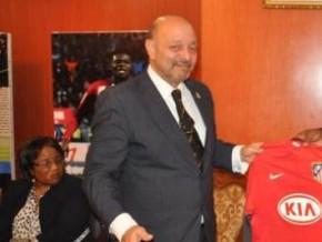 l-espagne-fait-don-des-equipements-sportifs-au-cameroun-en-prelude-aux-can-2016-et-2019