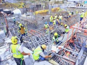 grève-des-ouvriers-sur-le-chantier-de-construction-du-2ème-pont-sur-le-wouri