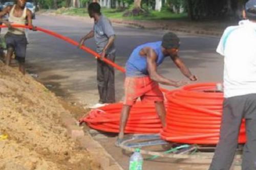 En 2019, le Cameroun a déployé 105km de fibre optique supplémentaires, pour l'interconnexion avec la RCA et le Congo