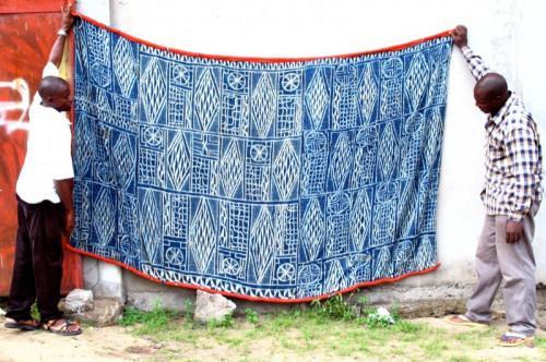 3961bada5636 Hermès, le fabricant français de produits de luxe, lance une collection  inspirée du «Ndop», un tissu traditionnel camerounais