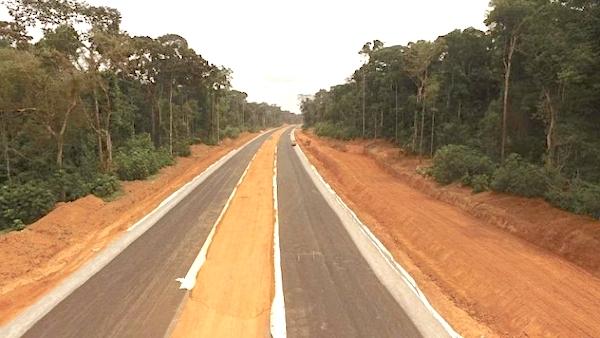 le-gouvernement-camerounais-exige-la-livraison-de-la-section-rase-campagne-de-l-autoroute-yaounde-nsimalen-dans-4-prochains-mois