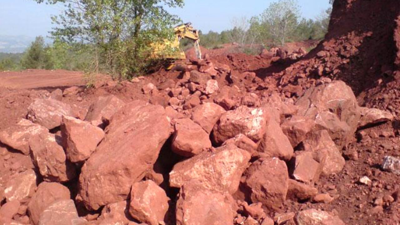 cameroun-canyon-resources-identifie-250-millions-de-tonnes-de-bauxite-a-tres-haute-teneur-sur-le-gisement-de-minim-martap