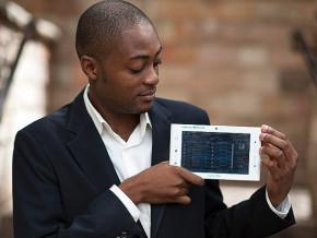 apres-son-cardiopad-le-camerounais-arthur-zang-lance-une-carte-de-paiement-electronique-en-partenariat-avec-l-entreprise-postale
