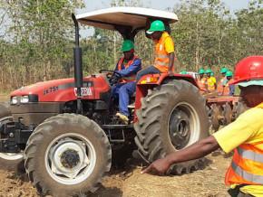 paul-biya-remercie-ernest-ela-evina-dg-du-centre-national-du-machinisme-agricole-en-poste-depuis-45-ans