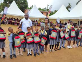 le-brasseur-sabc-remet-600-bourses-scolaires-aux-eleves-meritants-de-trois-villes-du-cameroun