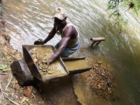 chaque-annee-environ-5-000-carats-de-diamants-sont-produits-le-long-de-la-frontiere-entre-le-cameroun-et-la-centrafrique