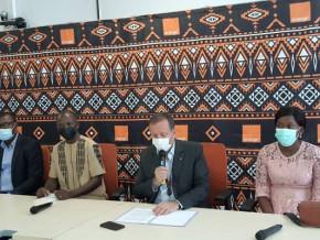 journee-de-la-liberte-de-la-presse-orange-cameroun-permet-a-des-journalistes-d-avoir-une-assurance-maladie