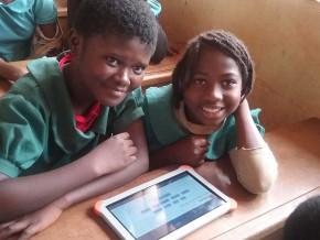 au-cameroun-l-operateur-telecoms-orange-a-deja-connecte-10-000-enfants-a-son-projet-ecoles-numeriques