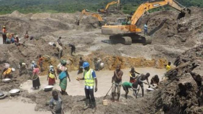 au-cameroun-la-sonamines-sensibilise-contre-le-travail-des-enfants-dans-les-sites-miniers