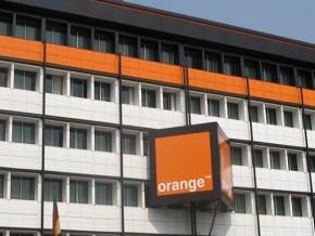 orange-cameroun-se-lance-dans-la-distribution-de-l-electricite-aux-populations-via-des-kits-solaires