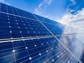 cameroun-3-840-panneaux-solaires-pour-produire-1-5-mw-d-energie-servant-a-l-alimentation-des-aeronefs-a-l-aeroport-de-douala