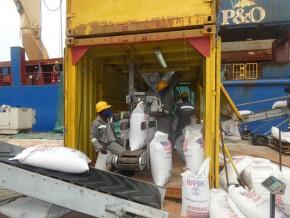 bollore-transport-logistics-cameroun-engage-son-contrat-de-gestion-des-cargaisons-du-pam