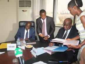 le-postier-camerounais-campost-ouvre-ses-guichets-au-paiement-des-frais-relatifs-aux-activites-du-commerce-exterieur