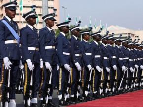 l-armee-nigeriane-en-guest-star-a-la-fete-nationale-du-cameroun-pour-marquer-la-coalition-des-deux-pays-dans-la-lutte-contre-boko-haram