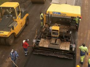 le-cameroun-experimente-le-beton-compacte-a-rouleau-bcr-materiau-trois-fois-moins-cher-qui-permettra-de-doubler-la-duree-de-vie-des-routes