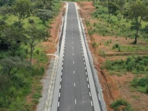 l-entreprise-chinoise-sinohydro-acheve-la-construction-de-la-route-yoko-lena-dans-le-centre-du-cameroun